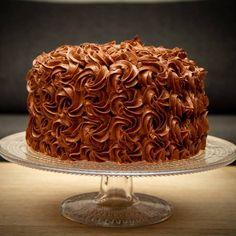 Høy sjokoladekake med bringebærmousse Mousse, Food And Drink, Sweets, Valentines, Baking, Desserts, Store, Valentine's Day Diy, Tailgate Desserts