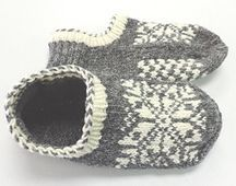 Uppsala Slippers by Ram Wools Yarn Co-op on Ravelry. Free knitting pattern for slippers with a fair isle motif. Knitted Slippers, Knit Mittens, Crochet Slippers, Knit Or Crochet, Knitting Socks, Baby Knitting, Knit Socks, Knitting Machine, Free Knitting