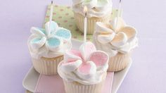 I like the way the marshmallows are made into flowers. I think we could come up with a more delicious cupcake though...