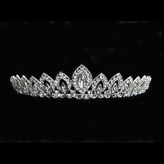 Amazing Alloy With Rhinestone Wedding Tiaras – NOK kr. Pageant Crowns, Tiaras And Crowns, Bridal Tiara, Bridal Headpieces, Headpiece Wedding, Wedding Hair, Wedding Tiaras, Tiara Hairstyles, Rhinestone Wedding