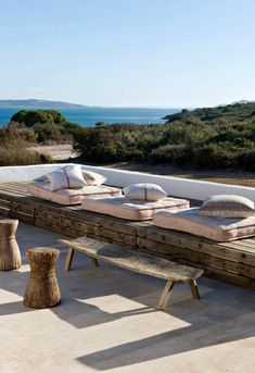 40 Lovely Coastal Terraces And Patios Design Ideas - Terrasse Porch And Terrace, Terrace Garden, Outdoor Life, Outdoor Spaces, Outdoor Living, Terrasse Design, Patio Design, Living Haus, Diy Pergola