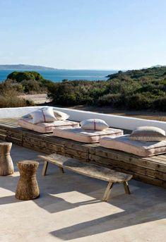 idee-amenagement-jardin-pour-avoir-une-jolie-terrasse-avec-vue-vers-la-mer.jpg 700×1020 pixels