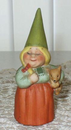 1979 UNIEBOEK WOMAN GARDEN GNOME FIGURINE