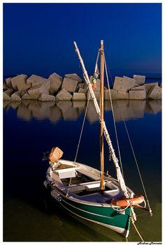 Beautiful ! Barque à l'heure bleue...