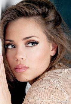 I love the natural looking make-up and the light brown hair color.