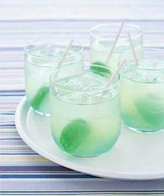 Utilisez des sucettes en tant que touillettes pour les cocktails.