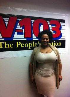 Unabashedly curvy. 100% natural. Beautiful. Love me some Jill Scott.