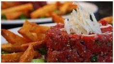 Rørt tatar  Hak eller skrab kødet og rør det grundigt sammen, med de øvrige ingredienser. Det anbefales at røre tartaren sammen lige inden den skal spises, så kødet ikke bliver misfarvet ved iltning.