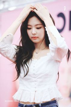 Find BlackPink Clothes, KPOP Shirts & KPOP Blouses for an affordable price Blackpink Jennie, Forever Young, Blackpink Airport Fashion, Blackpink Meme, Kpop Mode, Black Pink Kpop, Kim Jisoo, Blackpink Fashion, Collar Blouse