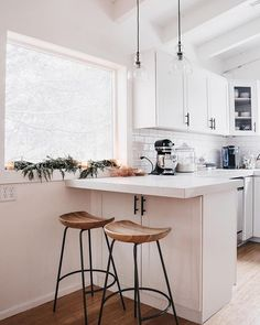 Supreme Kitchen Remodeling Choosing Your New Kitchen Countertops Ideas. Mind Blowing Kitchen Remodeling Choosing Your New Kitchen Countertops Ideas. Diy Kitchen, Kitchen Dining, Kitchen Decor, Kitchen Ideas, Kitchen White, Kitchen Sink, Bright Kitchens, Home Kitchens, Modern Kitchens