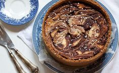 Korvapuustille maistuva pehmeä juustokakku - tästä ei jälkiruoka parane Finnish Recipes, No Bake Desserts, Deli, Marshmallow, Apple Pie, Pancakes, Cheesecake, Pudding, Sweets