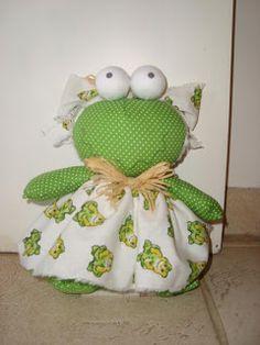 Shirley bonecas: Peso de porta (sapinho, boneca ou joaninha) - R$:25,00