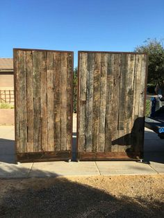 Room On Wheels Screenflex Rhwhitexchangecom Reclaimed Wood Rolling Walls Partiti… – How To Build A Fence Wood Partition, Movable Walls, Free Standing Wall, Church Stage Design, Bois Diy, Pallet Walls, Temporary Wall, Barn Wood, Reclaimed Wood Walls