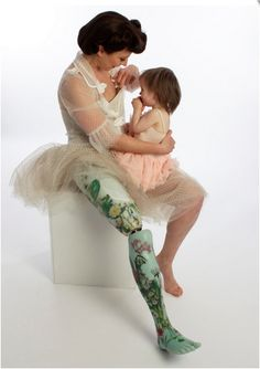 Цветочный протез ноги от   ProActive Prosthetics #innovation #innovatrendy     Kiera Roche wearing a floral leg fitted at ProActive Prosthetics