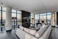 Penthouse living room, Toronto - Home Design and Decoration New York Apartment Luxury, New York Penthouse, Toronto Apartment, Dream Apartment, Apartment Interior, Apartment Design, Toronto Condo, Luxury Penthouse, Penthouse Apartment