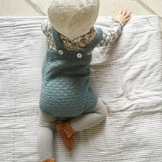 Crochet Baby Girl Romper Products 37 Ideas For 2019 Crochet Bebe, Crochet Baby Hats, Baby Knitting, Knitting Ideas, Knitting Patterns, Little Girl Fashion, Kids Fashion, Baby Kids, Baby Boy