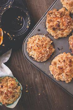 Roasted Peach Muffins with Cinnamon Streusel –oder auch: Kokosöl! Kauft mehr Kokosöl!