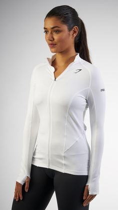 Soft and lightweight, the Women's Focus Jacket is perfectly ventilated; ready to endure any temperature.