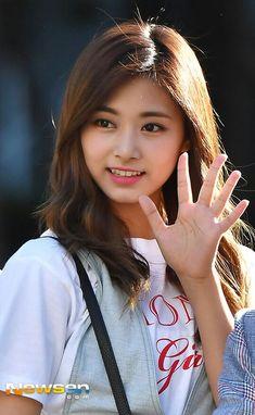 Sexy Asian Girls, Sexy Hot Girls, Kpop Girl Groups, Kpop Girls, Beautiful Asian Women, Most Beautiful, Evil Girl, Tzuyu Twice, Pop Group