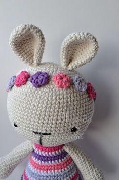 Patrón gratis!!! Conejita con Cintillo de Flores   Es un Mundo Amigurumi   Bloglovin' Chiffon, Baby Toys, Crochet Patterns, Bunny, Crochet Hats, Diy Crafts, Knitting, Cute, Lana