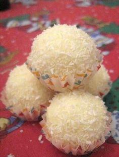 Picture of Recept - Rafaello z Delissy - nejlepší na světě Czech Desserts, Sweet Desserts, Just Desserts, Delicious Desserts, Yummy Food, Candy Recipes, Sweet Recipes, Dessert Recipes, Christmas Desserts