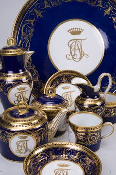 Cobalt and Gold Gilt china from the Imperial (Lomonosov) Porcelain Factory in St. centuries, now held at the Hermitage, Russia Blue Gold, Blue And White, Tea Service, Coffee Set, Vintage China, Vintage Crockery, Art Design, China Porcelain, Tea Party