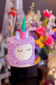 Lllamacorn (llama + unicorn) cake