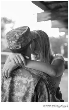 Absence makes the heart grow fonder...{army engagement photos, military engagement photos, sonoma engagement photos} I LOVE THIS!!