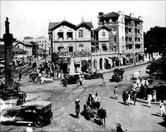 A road junction in Mumbai, circa 1900, with cars and horse drawn traps.