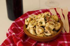 Champiñones marinados http://www.cocinillas.es/2015/05/champinones-marinados-receta-facil/