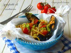 Glispaghetti al cartoccio sono un profumatissimo piatto di pesce, che mi ricorda la mia infanzia, in quanto lo preparavamo molto spesso al ristorante che