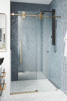 Mooie scandinavische badkamer inspiratie met een patroon vloertegel wit. Een mooie blauwe hexagon glasmozaïek wandtegel. Een gunmetal regendouche met losse handdouche. Een douchewand met een schuifdeur en mat goud. Een wit badmeubel met een zwarte opbouw waskom en een vierkante spiegel met mat gouden rand. Een handig handdoeken haakje. #minciobadkamer #skypejebadkamer #badkamerinspiratie Modern Bathroom, Master Bathroom, Beach House Bathroom, Master Bath Remodel, Frameless Shower Doors, Bathtub Doors, Upstairs Bathrooms, Blue Bathrooms, Bathroom Inspiration
