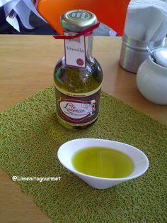 Aceite de oliva saborizado con #VainillaEnRama ... de @Limenitagourmet ... muy rico !!