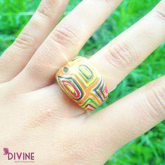 Un anillo lleno de color, misticismo e historias. Se tú la protagonista del teatro de la vida con esta joya. Precio: $24.000