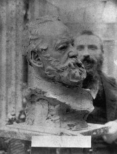 """Victor Hugo"", Rodin visible en arrière-plan, Source ""Victor Hugo"", Rodin visible in the background, Source Abstract Sculpture, Bronze Sculpture, Wood Sculpture, Metal Sculptures, Victor Hugo, Auguste Rodin, Artist At Work, Fine Art, Statue"
