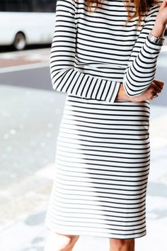 A striped dress is an easy way to look chic on a laid-back Sunday. Estilo Fashion, Look Fashion, Looks Style, Style Me, Spring Summer Fashion, Autumn Fashion, Inspiration Mode, Mode Outfits, Trendy Outfits