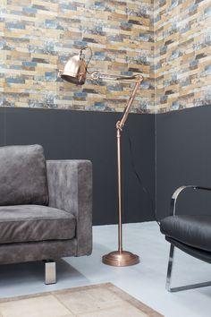 Vloerlamp Rifugio Koper. Koper is Hot! Deze gave staande lamp Rifugio koper  heeft een gave industriele look. Deze gave industriele vloerlamp is gemaakt van staal en is afgewerkt in de kleur koper. Koper is dé woontrend 2016. De kabellengte van de vloerlamp in het koper is 3,50 meter.  Deze vloerlamp Rifugio in het koper is afkomstig van het merk Kare Design.