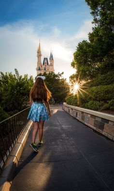 What to wear to Walt Disney World or Disneyland is a common question among first-timers. In this post we cover tips for stylish and practical outfits to Disney World Vacation Planning, Disney Tourist Blog, Orlando Vacation, Walt Disney World Vacations, Disney Planning, Disney Trips, Trip Planning, Disney Travel, Florida Vacation