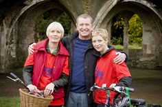 'Midsomer Murders - The Glitch' with Jane Wymark as Joyce, John Nettles as Tom, and Laura Howard as their daughter, Cully. Laura Howard, Uk Tv Shows, Midsomer Murders, Tv Detectives, Bbc Drama, Bbc Tv, Mystery Series, Murder Mysteries, British Actors