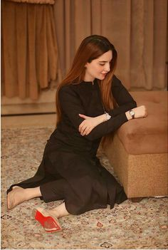 Beautiful Casual Dresses, Beautiful Pakistani Dresses, Stylish Dresses For Girls, Stylish Dress Designs, Simple Dresses, Pakistani Fashion Party Wear, Pakistani Dress Design, Indian Fashion, Simple Kurta Designs