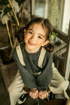 Photographer: Song Hana Hair & Make up: Hanareum Model: Na Bé Children Photography, Portrait Photography, Little Girl Photography, Cute Kids, Cute Babies, Pretty People, Beautiful People, Kreative Portraits, Pose Reference