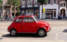 Fiat 500 op de van Baerlestraat in Amsterdam..
