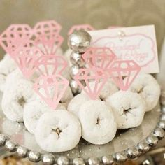So precious! For the morning of the bachelorette party (or the morning after) take mini doughnuts and add paper diamonds. Great for a Mischief and Mimosa themed bachelorette party with Samantha K! Before Wedding, Our Wedding, Dream Wedding, Wedding Rings, Wedding Favors, Trendy Wedding, Wedding Sweets, Brunch Wedding, Bridal Rings