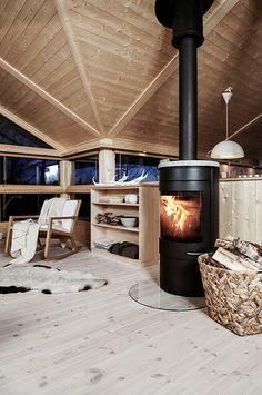 Varme i peisovnen | Interiør Hedda-hytta. Foto: Bjørgli/Berg… | Flickr