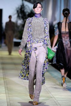Roberto Cavalli Spring 2010 Ready-to-Wear Fashion Show - Jacquelyn Jablonski