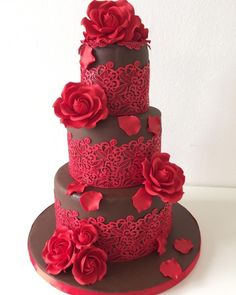Chocolate and red roses by Monica Liguori - http://cakesdecor.com/cakes/272821-chocolate-and-red-roses #laceweddingcakes