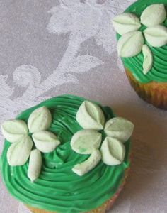 Gourmet Mom on-the-Go: St. Patty's Cupcakes