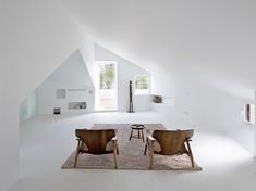 Located in northeast of Madrid, architects from Wespi de Meuron Romeo and ÀBATON have connect an existing apartment two floors and to join the tradition wi