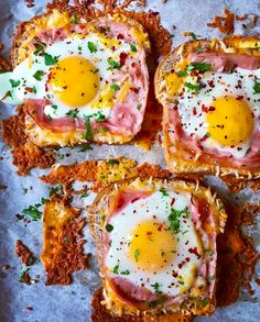 Now this is a breakfast that has it all dianemorrisey s Cheesy Ham and Egg In a Hole Bake is the perfect way to start your day Those yolks toast egginahole ham cheese breakfast easybreakfast eggtoast bakedeggs easyrecipes yum # Healthy Desayunos, Plats Healthy, Healthy Breakfast Recipes, Brunch Recipes, Healthy Recipes, Breakfast Ham, Good Breakfast Ideas, Egg Recipes For Dinner, Best Egg Recipes