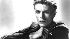 """02. Wild is The Wind. Ned Washington und Dimitri Tiomkin schrieben 1957 das Original, Bowie liefert fast 20 Jahre später die bislang schönste Version des Schmachtfetzens. Die Kokain-Phase des Sängers ist hier deutlich zu vernehmen – der Sänger jauchzt, jubiliert und weint. (aus """"Station To Station"""", 1976). SZ"""